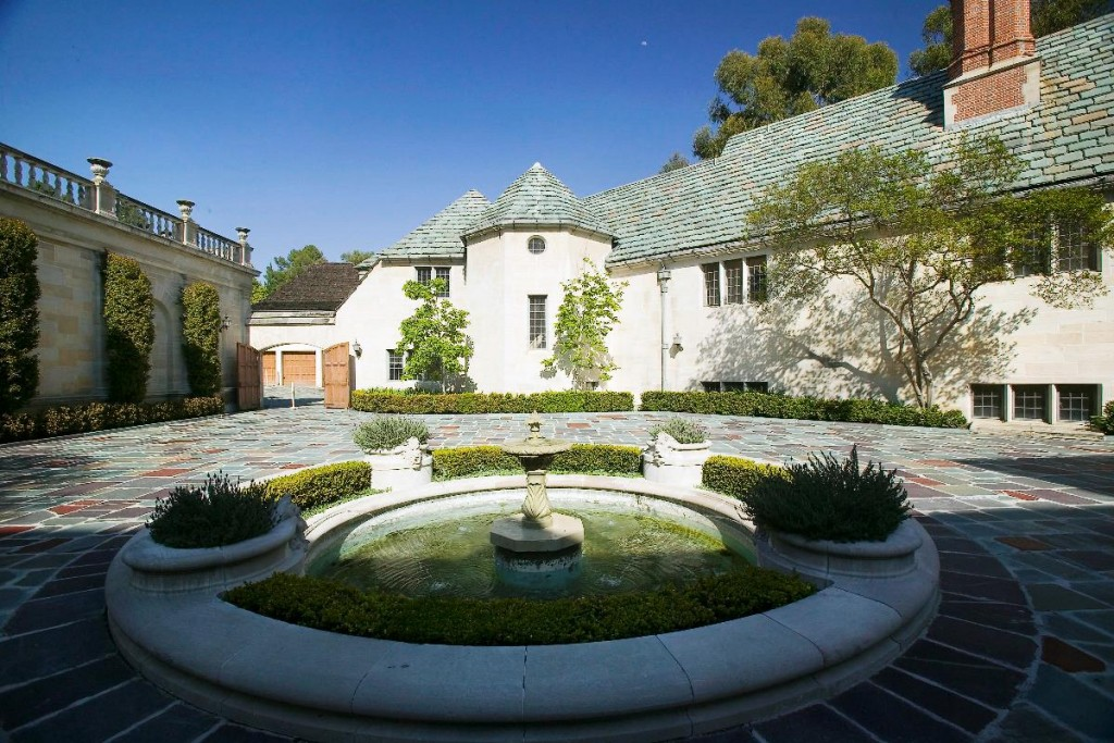 Beverly-Hills-Greystone-Mansion-1